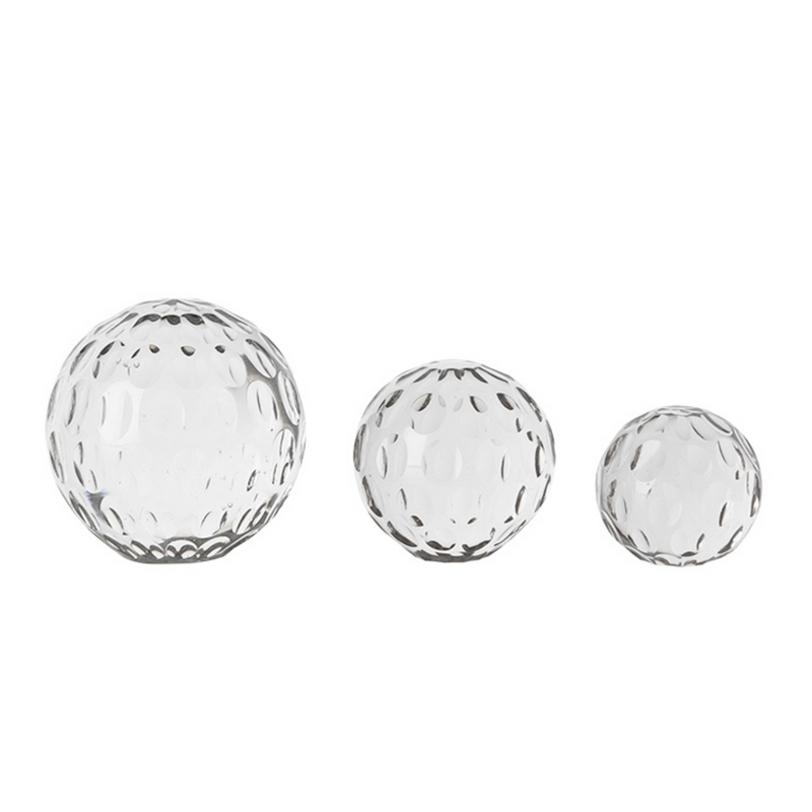 Набор аксессуаров Paper Weight CroydonДругое<br>Набор аксессуаров в виде 3-х сфер из прозрачного стекла с орнаментом овалов. Используются для поддержки бумаг, газет, или журналов.<br><br>Сферы разного диаметра: большая - 11 см, средняя - 8,5 см, маленькая - 7,5 см.<br><br>Material: Стекло