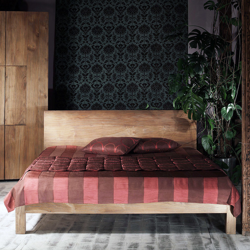 Кровать Priuli KingДеревянные кровати<br>&amp;lt;div&amp;gt;Priuli King – кровать королевского размера, выполненная в простом и лаконичном дизайне. Отсутствие каких-либо декоративных элементов подчеркивает сдержанность модели, а массив натурального тика добавляет ей благородства. Несмотря на слегка аскетичный образ, предмет являет собой гармонию прямых линий и пропорций. Кровать идеальна для функционального интерьера в скандинавском стиле.&amp;amp;nbsp;&amp;lt;br&amp;gt;&amp;lt;/div&amp;gt;&amp;lt;div&amp;gt;&amp;lt;br&amp;gt;&amp;lt;/div&amp;gt;Размер матраса: 180 x 200<br><br>Material: Текстиль<br>Length см: 210<br>Width см: 196<br>Depth см: None<br>Height см: 90<br>Diameter см: None