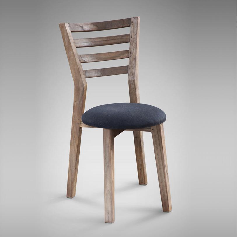 Стул RetroОбеденные стулья<br>Стул с обивкой в стиле ретро<br><br>Material: Текстиль<br>Length см: None<br>Width см: 47<br>Depth см: 54<br>Height см: 90<br>Diameter см: None