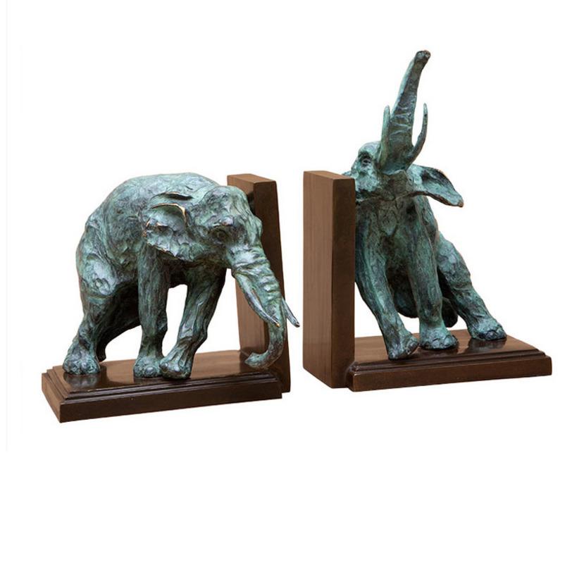 Держатель для книг Bookend Lazy ElephantДержатели для книг<br>Декоративные статуэтки в виде скульптуры двух слонов. Слоны изготовлены из металла с отделкой окислившейся меди (бирюзовый цвет). Прямоугольное основание из натурального дерева. Служит опорой и поддержкой для книг, журналов, бумаг.<br><br>Material: Металл<br>Length см: 18<br>Width см: 18<br>Depth см: None<br>Height см: 17<br>Diameter см: None