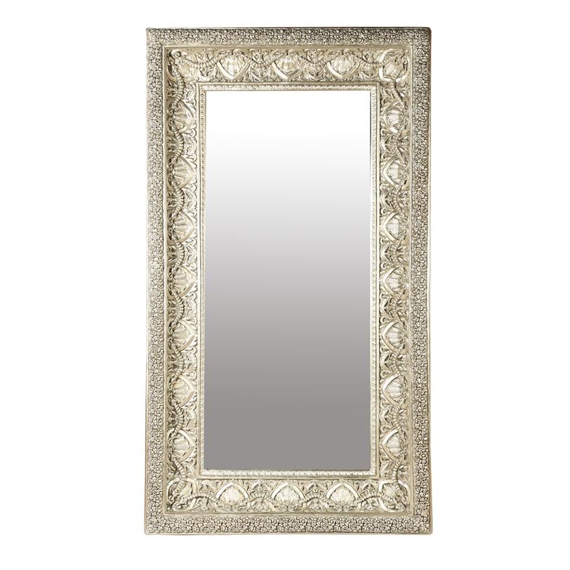 ЗеркалоНастенные зеркала<br>Рама ? главная изюминка зеркала от Deco-Home. Благодаря уникальной фактуре она отражает не только блики света, но и очарование французской роскоши. Блеск серебра, подчеркивающий объемность резных элементов, позволяет им выглядеть эффектно, грациозно и даже помпезно. Множество миниатюрных деталей, сложных в обработке и создании, делают оформление поистине богатым и благородным. В шикарных гостиных в классическом стиле, в ванной или холле ? зеркало всюду будет смотреться великолепно.&amp;lt;div&amp;gt;&amp;lt;br&amp;gt;&amp;lt;/div&amp;gt;&amp;lt;div&amp;gt;Внутренний размер зеркала: 76.2*171.5 см.&amp;lt;/div&amp;gt;<br><br>Material: Стекло<br>Length см: None<br>Width см: 132<br>Depth см: 16,5<br>Height см: 225,5<br>Diameter см: None