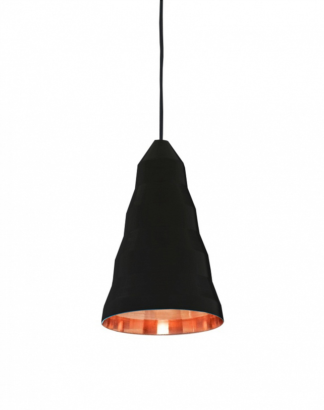 Подвесной светильникПодвесные светильники<br>Металлическое основание, металлический плафон, мягкий подвес<br>Цвет плафона черный, внутренняя поверхность - золотая<br>Длина подвеса: 120 см<br>Патрон Е27, мощность max 1 х60W<br><br>Material: Металл<br>Length см: None<br>Width см: None<br>Depth см: None<br>Height см: 33<br>Diameter см: 20
