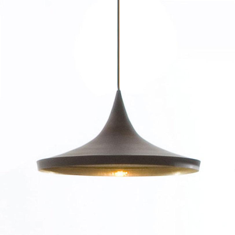 Подвесной светильникПодвесные светильники<br>Один металлический плафон, внутренняя поверхность плафона золотого цвета и оформлена декоративной чеканкой, металлическое основание в форме конуса<br>Цвет плафона матовый черный<br>Длина крепежной пластины 10,5 см, D основания 12 см<br>Патрон E14, мощность max 1 х 40W<br><br>Material: Металл<br>Length см: None<br>Width см: None<br>Depth см: None<br>Height см: 16<br>Diameter см: 36