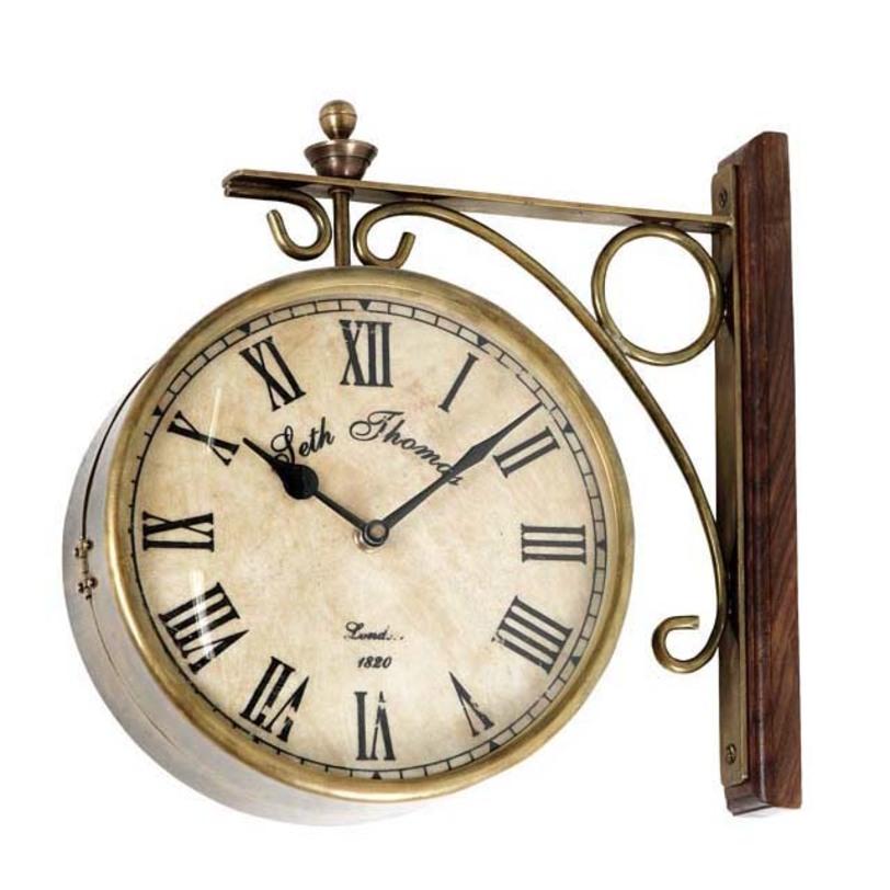 Часы Clock StationНастенные часы<br>Цвет металла - латунь. Крепежное основание из дуба.<br><br>Material: Металл<br>Length см: None<br>Width см: None<br>Depth см: None<br>Height см: None<br>Diameter см: 28