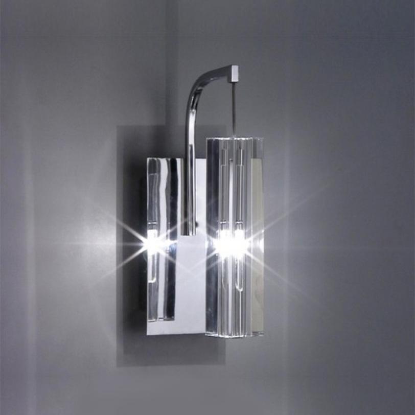 Настенный светильник SopleБра<br>Настенный светильник из коллекции Sople на хромированной арматуре. Плафон выполнен из прозрачного фактурного стекла.<br>Количество лампочек: 1<br>Мощность: 1x 20 Вт<br>Тип лампы: ГАЛОГЕННАЯ, G4<br><br>Material: Стекло<br>Ширина см: 8.0<br>Высота см: 12.0<br>Глубина см: 20.0
