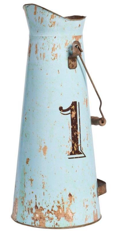 Декоративный кувшин Numero IВазы<br>Декоративный кувшин Numero I – это оригинальный и изысканный предмет декора дома, который непременно придется по вкусу любителям оформления интерьера в стиле «прованс». Аксессуар изготовлен из олова, выкрашен в неброский серо-голубой цвет, по всей поверхности имеет искусственные потертости. Кувшин можно приобрести отдельно или в комплекте с предметами той же серии – Numero II, III, IV.<br><br>Material: Олово<br>Length см: None<br>Width см: None<br>Depth см: None<br>Height см: 43<br>Diameter см: None