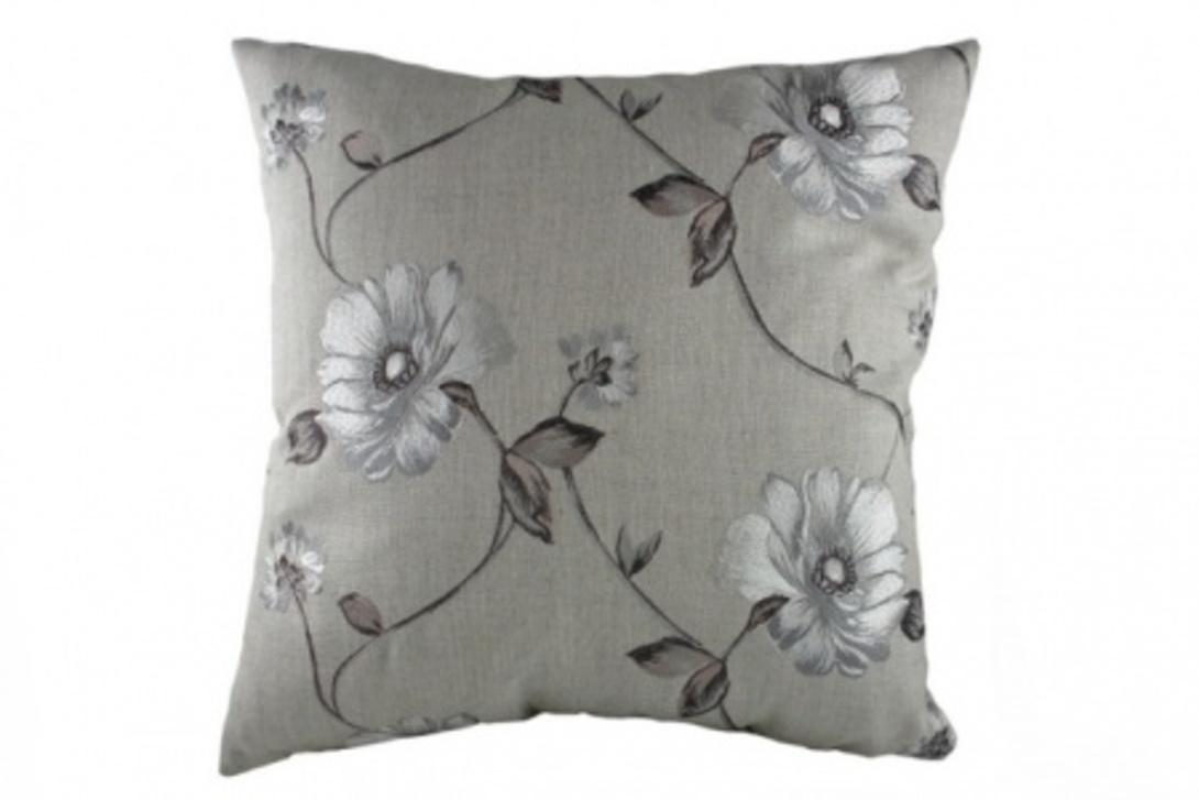 Подушка с орнаментом Gray  FlowersКвадратные подушки и наволочки<br>Красивая, квадратная подушка, выполнена в стиле прованс, покрыта хлопковой тканью с цветочным орнаментом в серых тонах. Это может быть дневная подушка, которая подчеркнёт элегантную индивидуальность.<br>Материал: Наполнитель - 100% полиэстер, чехол для подушки - 100% хлопок.<br><br>Material: Хлопок<br>Length см: 46<br>Width см: 46<br>Depth см: None<br>Height см: 10<br>Diameter см: None