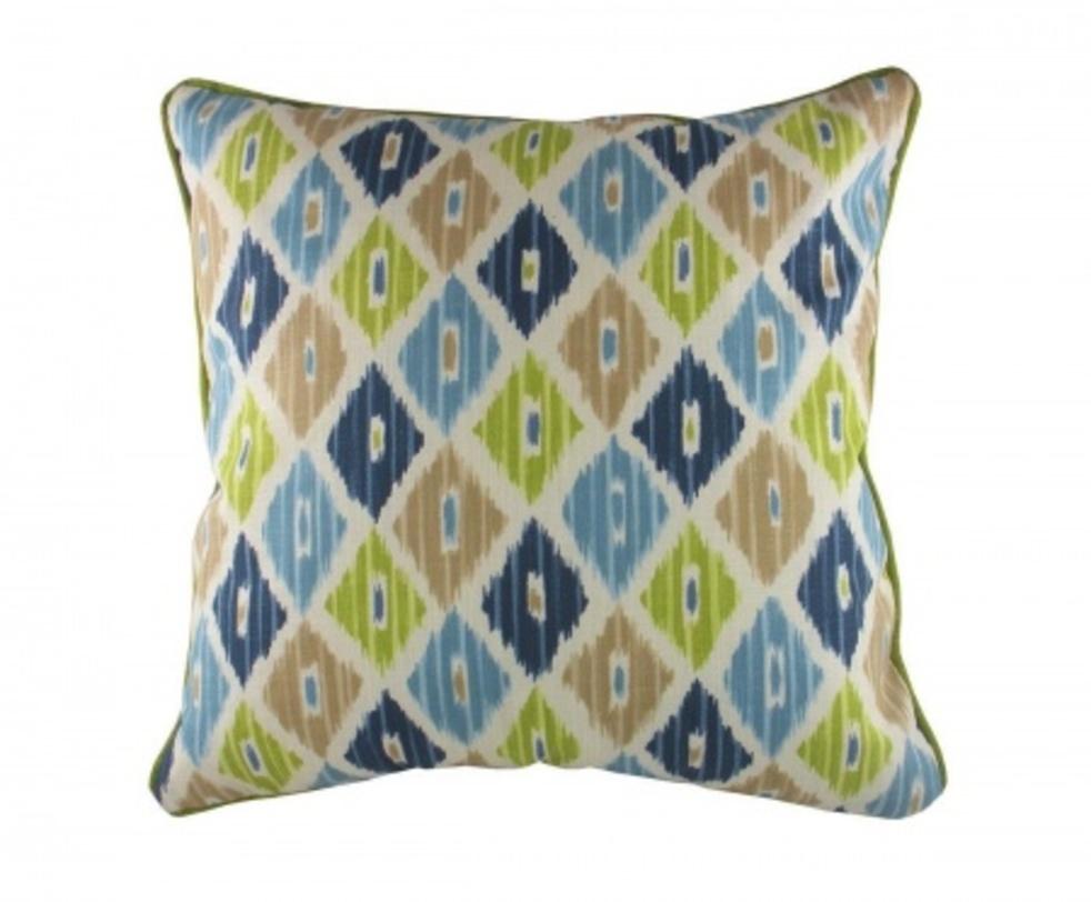 Подушка с орнаментом Ika ChambrayКвадратные подушки и наволочки<br>Мягкая, декоративная подушка с лицевой стороны покрыта хлопковой тканью с геометрическим орнаментом в восточном стиле. Хорошо поддерживает спину и помогает расслабиться.<br><br>Material: Текстиль<br>Length см: 43<br>Width см: 43<br>Depth см: None<br>Height см: 10<br>Diameter см: None