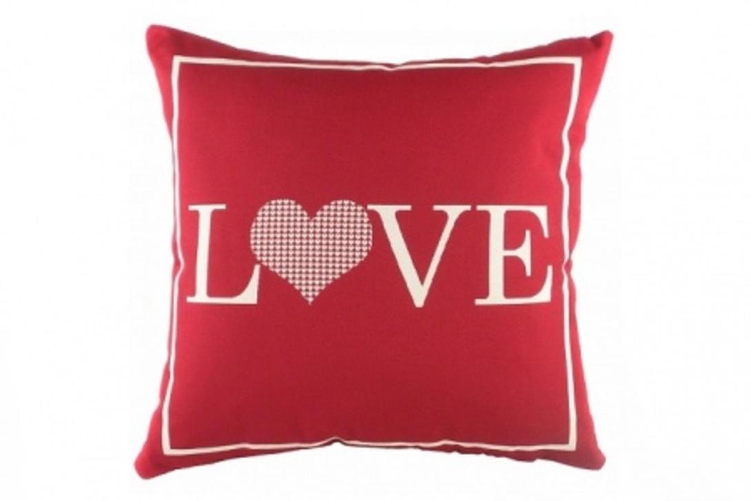 Подушка LoveКвадратные подушки<br>Маленькая красная подушка, покрыта хлопковой тканью с надписью Love. Мягкий и упругий наполнитель, хорошо поддерживает спину, поможет расслабиться и принять удобную позу.<br><br>Material: Текстиль<br>Length см: 43<br>Width см: 43<br>Depth см: None<br>Height см: 14<br>Diameter см: None