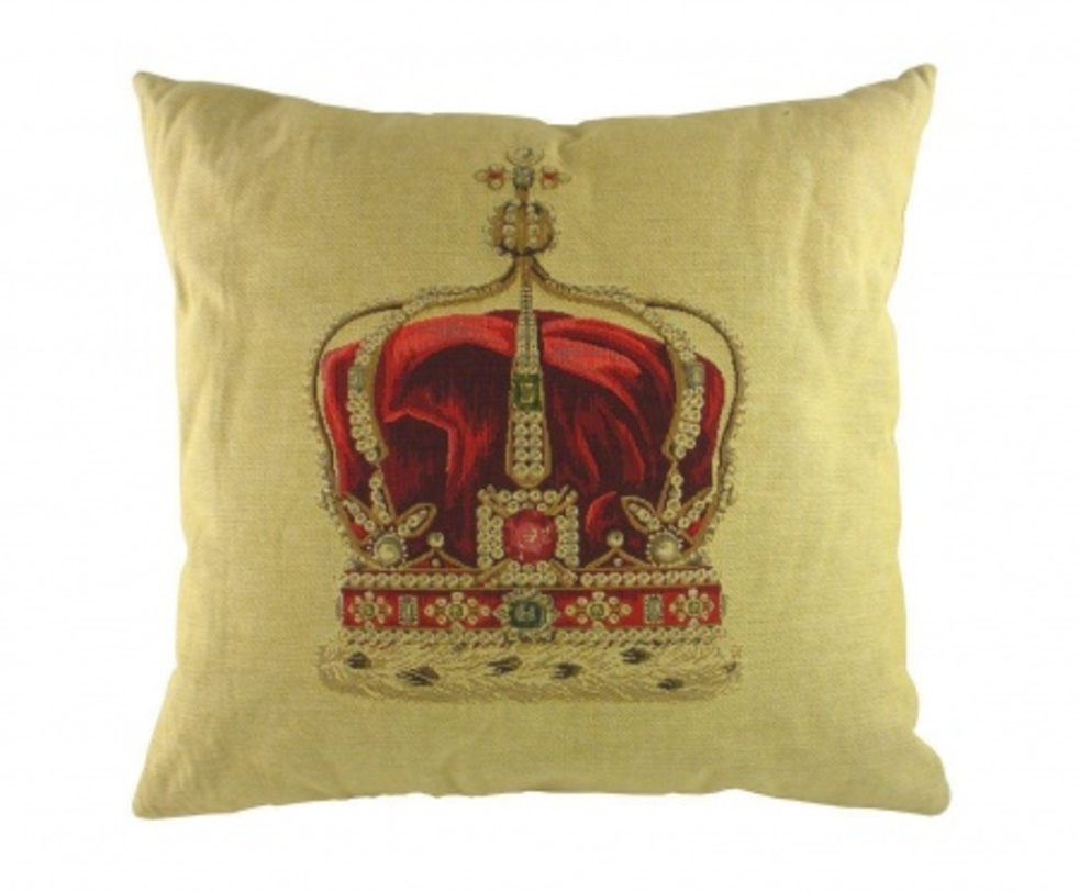 Подушка Queen Crown CreamКвадратные подушки<br>На зеленом фоне хлопковой подушки размещен принт, в виде короны. Эта подушка не только является аксессуаром декора, но и натуральный чехол верно будет служить вашему здоровью.<br>Материал: Наполнитель - 100% полиэстер, чехол для подушки - 100% хлопок.<br><br>Material: Хлопок<br>Length см: 46<br>Width см: 46<br>Depth см: None<br>Height см: 10<br>Diameter см: None