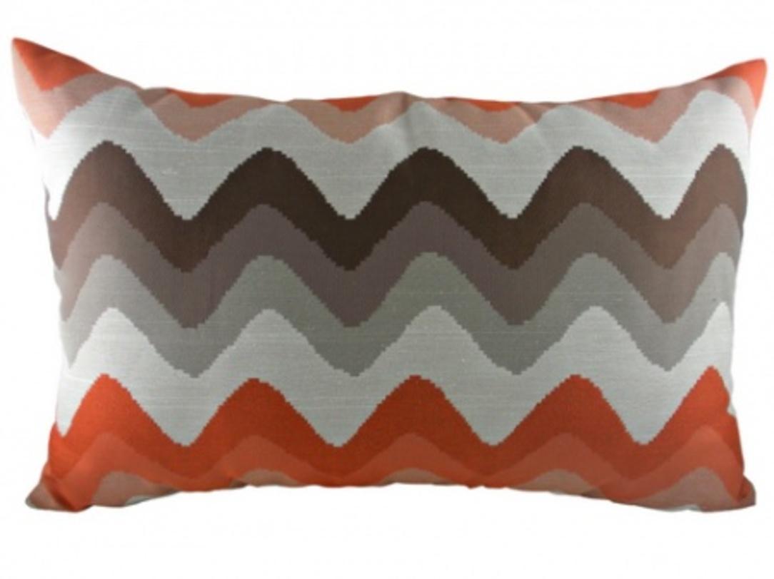Подушка Orange ChevronПрямоугольные подушки и наволочки<br>Безупречной формы подушка, цвета микс, с волнообразным узором с мягким и упругим наполнителем, хорошо поддержит вашу спину, поможет расслабиться и принять удобную позу, а также обеспечит крепкий сон.<br>Материал: Наполнитель - 100% полиэстер, чехол для подушки - 43% вискоза, 57% полиэстер.<br><br>Material: Текстиль<br>Length см: 43<br>Width см: 66<br>Depth см: None<br>Height см: 6<br>Diameter см: None