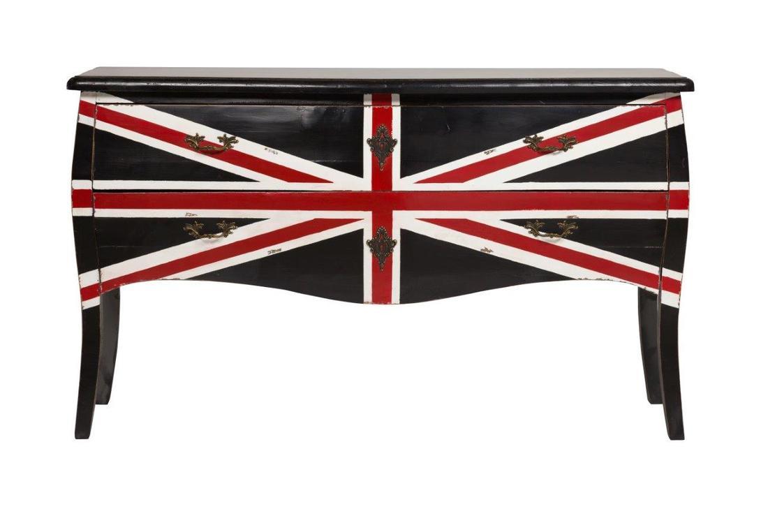 Комод LanzioneКомоды на ножках<br>&amp;quot;Lanzione&amp;quot; ? место, где встречаются очарование винтажа, изысканность французского дизайна, а также оригинальность эклектичной отделки. Плавные изгибы благородного вяза придают ему изящность, а интересный принт в виде английского флага делает экстравагантным. Антикварные ручки завершают разрозненный образ, привнося в него еще больше дисгармонии, которая и делает комод таким притягательным.<br><br>Material: Вяз<br>Length см: 145<br>Width см: 47<br>Depth см: None<br>Height см: 87<br>Diameter см: None