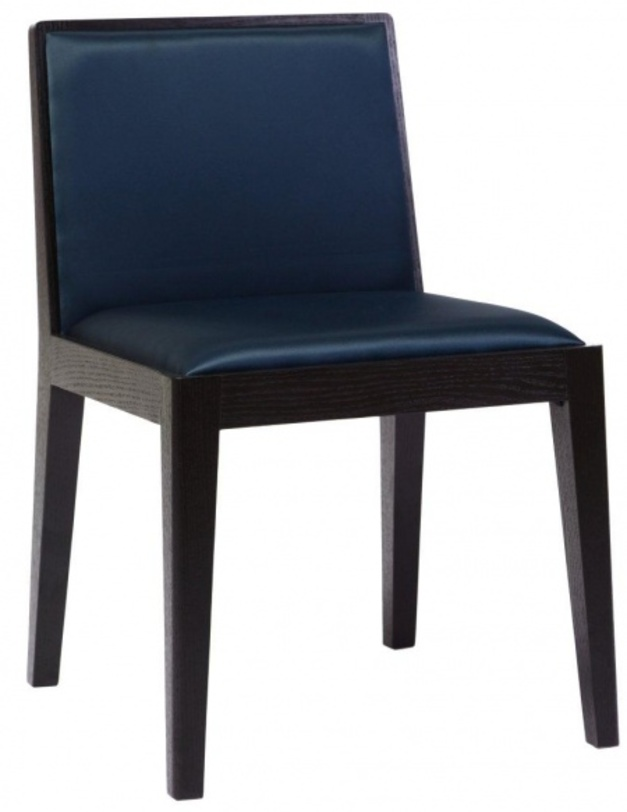 Стул Chelsey BlueОбеденные стулья<br>Восхитительное сочетание выразительности и функциональности. Стиль и дизайн подчеркнуты сочетанием лаконичной формы изделия и эффектным цветовым решением. Белая обивка из экоткани украшена по-восточному изящным черным орнаментом из цветов. Каркас из натурального дерева также выполнен в черном цвете. Home Boutique – первая линия мебели DG HOME, которую характеризуют высокое качество, функциональность и выразительный дизайн. Большой выбор тканей и дерева, всевозможные размеры диванов, кресел и других предметов мебели позволят создать Ваш неповторимый интерьер.<br><br>Материал: деревяный каркас, ткань<br><br>Material: Текстиль<br>Length см: 48<br>Width см: 56<br>Depth см: None<br>Height см: 77<br>Diameter см: None