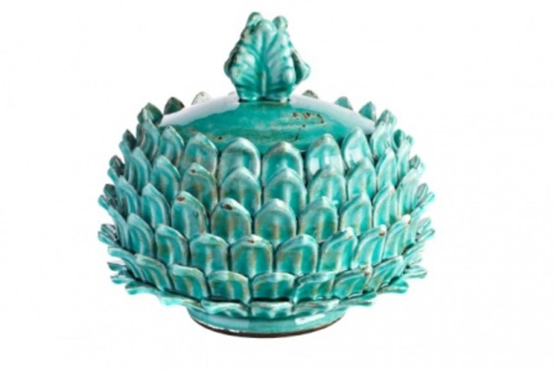 Предмет декора с крышкой ArtichokeВазы<br>Оригинальная емкость для хранения «Артишок» может использоваться как эксклюзивная шкатулка для мелочей и домашних аксессуаров. Шкатулка выполнена из грубой керамики, покрытой бирюзовой глазурью, и напоминает одновременно изысканный плод артишока и роскошную корону.<br>В ассортименте представлены два предмета, емкостью 4 и 2 литра.<br><br>Material: Керамика<br>Length см: None<br>Width см: None<br>Depth см: None<br>Height см: 22<br>Diameter см: 25