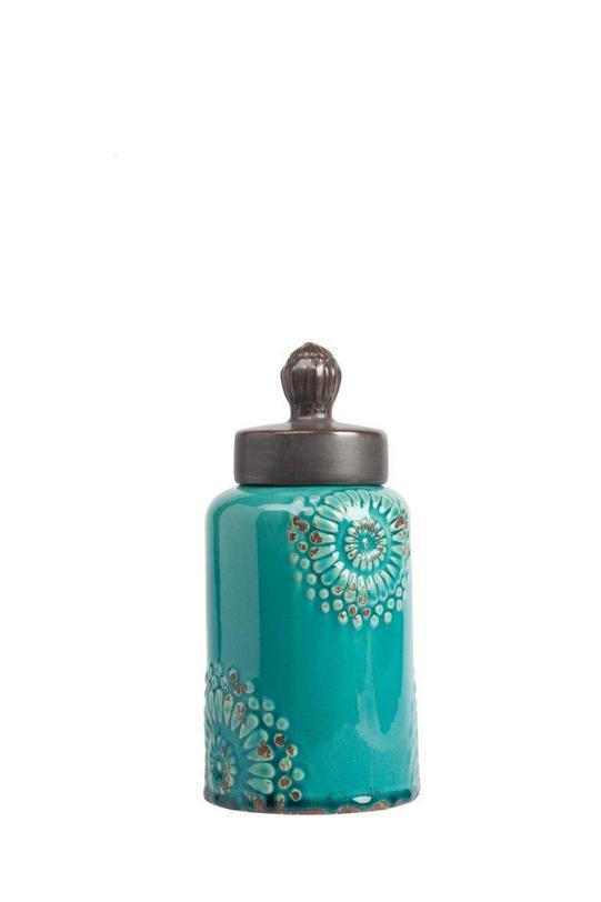 Декоративная банка Menhindi PiccoloЕмкости для хранения<br>Декоративная банка Menhindi Piccolo – это изысканная емкость, выполненная в модном стиле «прованс»: изготовлена из грубой керамики, по всей поверхности имеет искусственные потертости, неброский аквамариновый цвет и незамысловатая лепка в виде цветов на боках аксессуара. В такой банке вы сможете хранить сыпучие продукты питания или просто нужные безделушки.<br><br>Material: Керамика<br>Length см: None<br>Width см: None<br>Depth см: None<br>Height см: 27<br>Diameter см: None