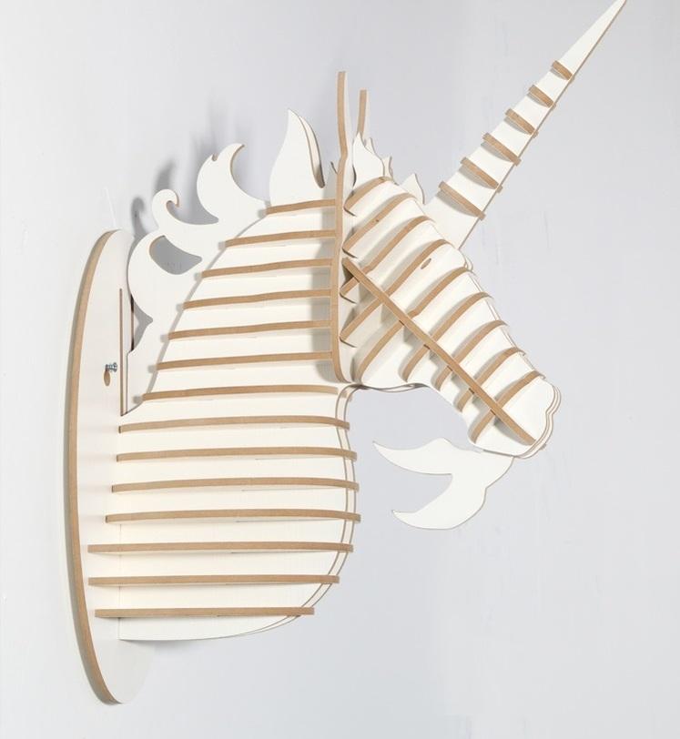 Настенный декор ЕдинорогФигуры<br>Декоративные головы животных на стену выполнены в скандинавском стиле, сочетают в себе естественную простоту и изысканность. Экологически безопасные, сделанные вручную, такие элементы декора смотрятся всегда необычно, и в тоже время очень стильно! Очень много разных цветов и вариантов покраски дают разгуляться воображению.<br><br>Material: МДФ<br>Length см: None<br>Width см: 17,9<br>Depth см: 37,6<br>Height см: 47,3<br>Diameter см: None