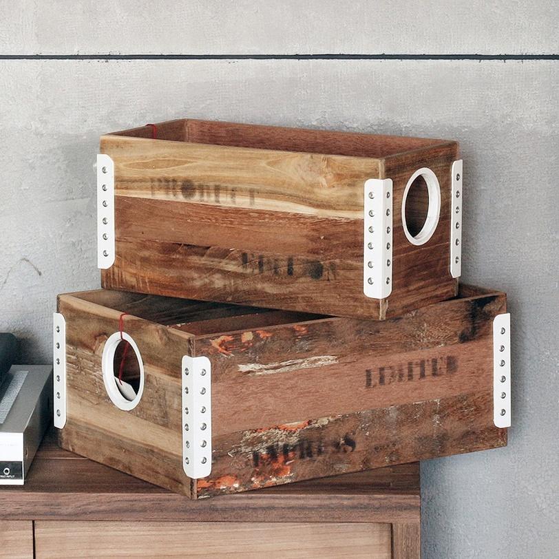 Коробка LotКоробки<br>Коробка для хранения из массва дерева тика.<br>Вес 1.9 кг<br><br>Material: Тик<br>Length см: 353<br>Width см: 17<br>Depth см: None<br>Height см: 17<br>Diameter см: None