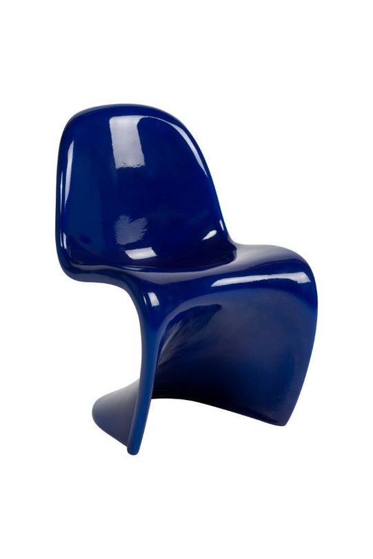 Детский стул PantoneДетские стулья<br>Детский стул Pantone– это уменьшенная версия стула для взрослых, форма которого напоминает естественные изгибы тела. Его прототипом послужил легендарный Panton Chair, разработанный датским дизайнером Вернером Пантоном, который всю жизнь трудился над идеальными пропорциями этой модели и в конечном итоге создал стул, ставший современной классикой. Идеальная рельефная форма, плавные линии изгибов, устойчивая платформа – все эти характеристики делают стул Pantone удобным, надежным и стильным.<br><br>Material: Пластик<br>Length см: 31<br>Width см: 32<br>Depth см: None<br>Height см: 54<br>Diameter см: None