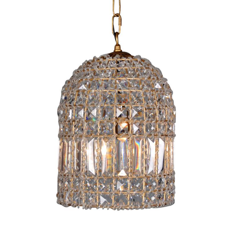 Подвесная люстра Dominique Small ChandelierЛюстры подвесные<br>&amp;quot;Dominique Small Chandelier&amp;quot; ? люстра во французском стиле, от роскоши которой захватывает дух. Ее каркас выполнен из металлических прутьев, окрашенных в золотистый цвет, символ богатства. По всему периметру он усыпан множеством кристаллов различной формы и величины. Переливаясь в лучах ламп, они играют светом, создавая его удивительно прекрасные переливы и блики.&amp;lt;div&amp;gt;&amp;lt;br&amp;gt;&amp;lt;/div&amp;gt;&amp;lt;div&amp;gt;&amp;lt;div&amp;gt;Количество лампочек: 1&amp;lt;/div&amp;gt;&amp;lt;div&amp;gt;Мощность: 1 x 40 Вт&amp;lt;/div&amp;gt;&amp;lt;div&amp;gt;Тип цоколя: E27&amp;lt;/div&amp;gt;&amp;lt;div&amp;gt;&amp;lt;br&amp;gt;&amp;lt;/div&amp;gt;&amp;lt;div&amp;gt;&amp;lt;br&amp;gt;&amp;lt;/div&amp;gt;&amp;lt;/div&amp;gt;<br><br>Material: Стекло<br>Length см: None<br>Width см: None<br>Depth см: None<br>Height см: 39<br>Diameter см: 25