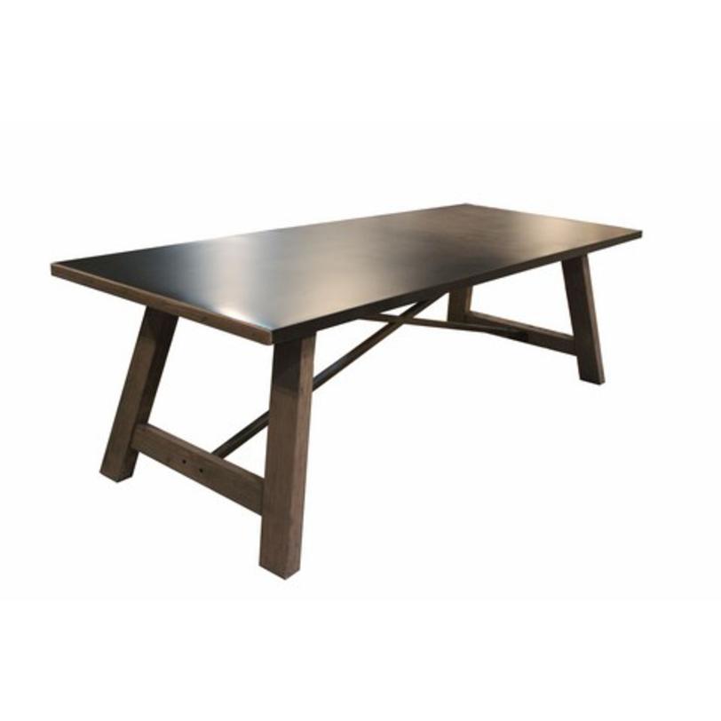Стол ЭльбиОбеденные столы<br>&amp;lt;p class=&amp;quot;MsoNormal&amp;quot;&amp;gt;&amp;quot;Эльби&amp;quot; ? стол, который привлекает восхищенное<br>внимание. Массивный и величественный, он манит к себе своей неординарностью. Древесина грубой<br>обработки, металлические детали, идеально гладкая, отполированная поверхность<br>столешницы ? все эти детали создают идеальную гармонию контрастов. Она способна<br>великолепно дополнить собой любое гранж-пространство.&amp;lt;o:p&amp;gt;&amp;lt;/o:p&amp;gt;&amp;lt;/p&amp;gt;<br><br>Material: Дерево<br>Length см: 200<br>Width см: 90<br>Depth см: None<br>Height см: 78<br>Diameter см: None