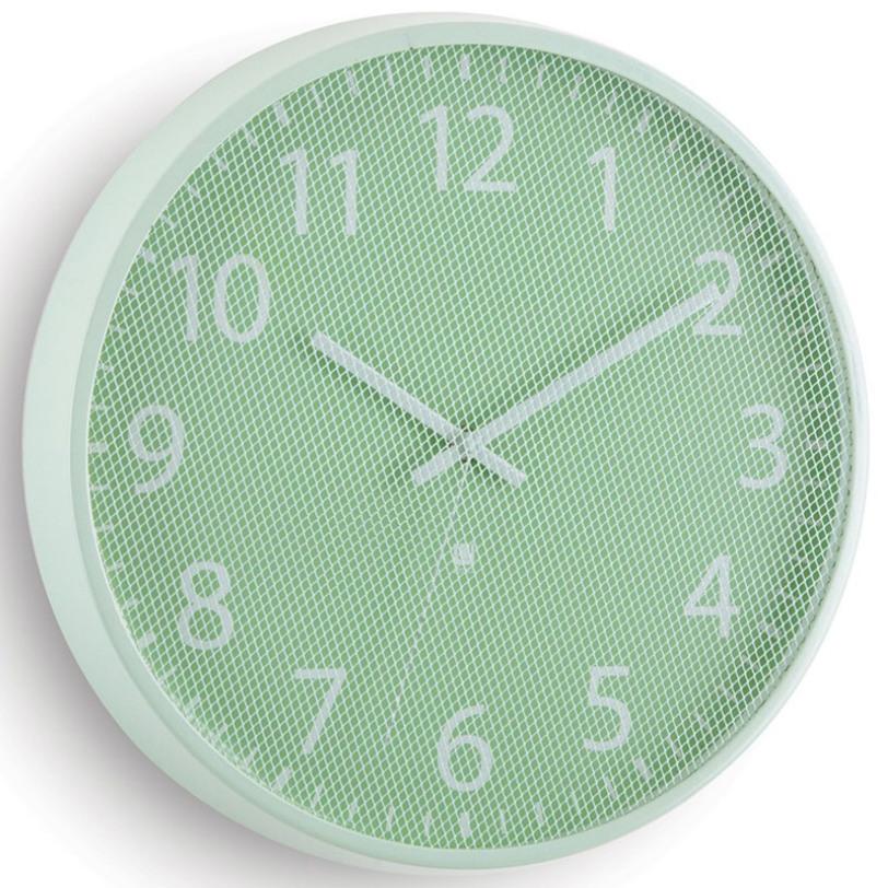 Часы PerftimeНастенные часы<br>В отличие от стандартных часов, циферблат модели Pertime защищен не стеклом, а тонкой металлической сеткой, которая создает интересный оптический эффект. В дополнение к плюсам – приятное покрытие основания из матового металла и секундная стрелка, позволяющая определить время с супер-точностью.<br><br>Батарейка в комплект не входит.<br><br>Material: Сталь<br>Length см: None<br>Width см: None<br>Depth см: 3,8<br>Height см: None<br>Diameter см: 31,8