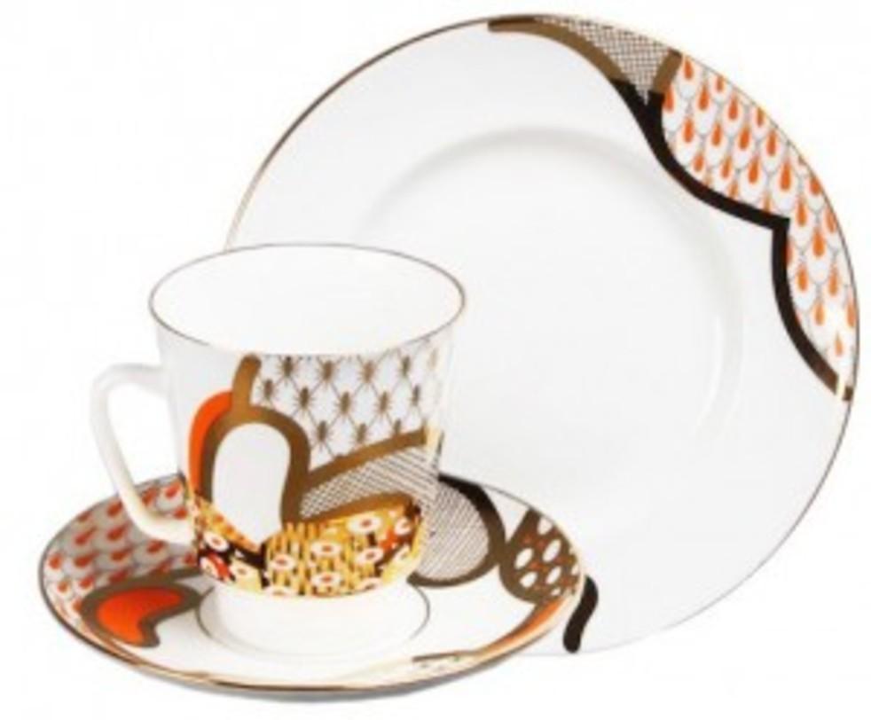 Комплект кофейный Солнечный мотивЧайные пары и чашки<br>В комплект входит два набора.<br>Наборы можно приобрести одного цвета или разных цветов.<br>В набор входит:<br>Чашка чайная 165 мл - 1 шт.<br>Блюдце чайное - 1 шт.<br>Тарелка десертная 150 мм - 1 шт.<br><br>Гармоничное сочетание классических форм с изысканной филигранной росписью придает изделиям Императорского фарфорового завода поистине драгоценный вид и ставит их в разряд коллекционного фарфора.<br><br>Material: Фарфор