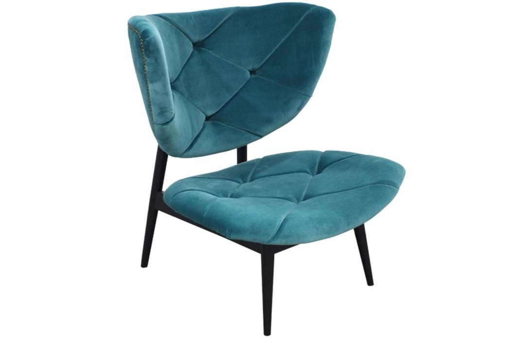 Кресло BakerИнтерьерные кресла<br>Уютное кресло &amp;quot;BAKER&amp;quot; не имеет подлокотников, однако сидеть на нем чрезвычайно удобно! Ведь оно оборудовано мягким сиденьем и высокой спинкой, а обивка кресла выполнена из натурального бархата серо-голубого цвета. Стежка обивки добавляет шарма и мягкости, а темное деревянное основание и ножки – лаконичности.<br><br>Material: Бархат<br>Length см: 75<br>Width см: 80<br>Depth см: None<br>Height см: 90<br>Diameter см: None