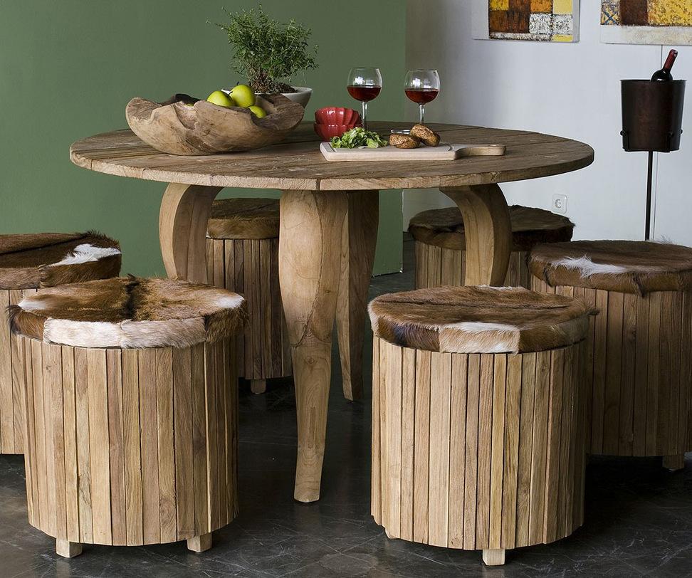 Стол обеденный  Lucy 130Обеденные столы<br>Стол Lucy изящен в своей простоте. Ему пойдет скатерть естественного цвета из натурального материала. Он идеально впишется как в городской интерьер, так и в обстановку загородного дома.<br><br>О возможности изготовления данной модели на заказ уточняйте у оператора.<br><br>Material: Тик<br>Length см: None<br>Width см: 130.0<br>Depth см: 130.0<br>Height см: 78.0<br>Diameter см: None