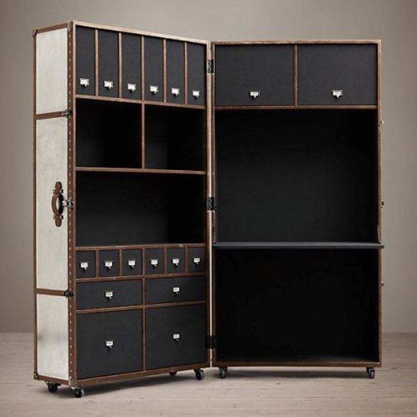 Шкаф Мейфаер СилверКнижные шкафы и библиотеки<br>&amp;quot;Мейфаер Силвер&amp;quot; ? очень интересный по своей форме шкаф, который выглядит как огромный сундук. В закрытом виде он смотрится достаточно компактно, а внутри себя скрывает множество мест для хранения. В шкафу присутствуют не только открытые полки и выдвижные ящички. В нем также предусмотрено место для размещения ноутбука или компьютера, которое можно использовать для оборудования рабочего уголка.<br><br>Material: Дерево<br>Length см: 92<br>Width см: 72<br>Depth см: None<br>Height см: 194<br>Diameter см: None