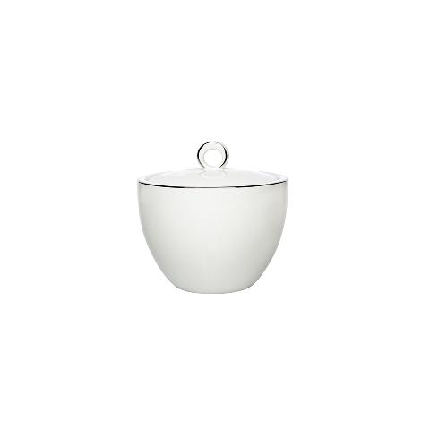 САХАРНИЦА EASY PLATINUMСахарницы<br>&amp;lt;div&amp;gt;Можно ли внести свежие ноты современности в традиционные обычаи – например, чаепитие? Конечно, если на столе – красивая посуда из фарфора, выполненная в стиле минимализма. Например, сахарница &amp;quot;EASY PLATINUM&amp;quot;, совершенством линий которой можно любоваться долго. Два цвета – белый и золотой, идеальная гладкость стенок и никаких лишних деталей. Этот образ безупречен.&amp;lt;br&amp;gt;&amp;lt;/div&amp;gt;&amp;lt;div&amp;gt;&amp;lt;br&amp;gt;&amp;lt;/div&amp;gt;Объем: 300 мл<br><br>Material: Фарфор