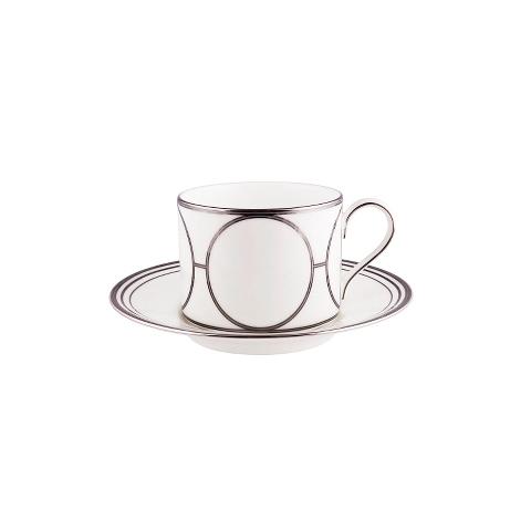 ПАРА ЧАЙНАЯ SOHOЧайные пары и чашки<br>Чайная пара из коллекции &amp;quot;SOHO&amp;quot; – это превосходное украшение вашего стола. Тонкие белоснежные фарфоровые чашка и блюдце украшены серебристыми кругами. Стремительность, скорость, бесконечность - &amp;amp;nbsp;все в духе современности. Но даже в суматохе жизни всегда можно найти несколько свободных минут, чтобы выпить чашку ароматного чая.<br><br>Material: Фарфор