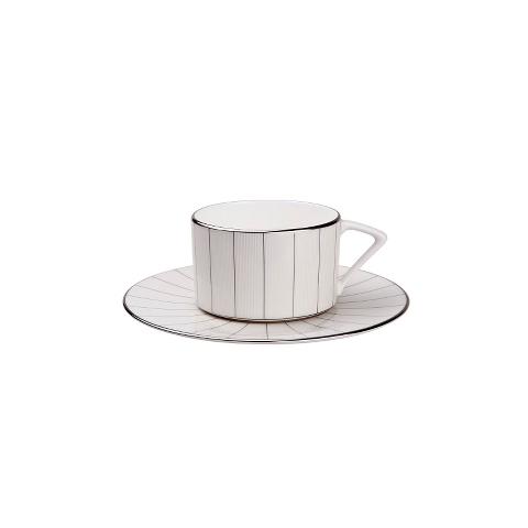 ПАРА ЧАЙНАЯ SILVER STRIPEЧайные пары и чашки<br>Полосатый узор снова в моде! Поэтому чайная пара &amp;quot;SILVER STRIPE&amp;quot; – это олицетворение современного дизайна. Абсолютная простота – белоснежный фарфор и тонкие серебряные полоски на чашке и блюдце. Результат – &amp;amp;nbsp;эффектный дуэт, который подойдет практически к любому стилю интерьера кухни. Чай в такой чашке покажется особенно вкусным.<br><br>Material: Фарфор