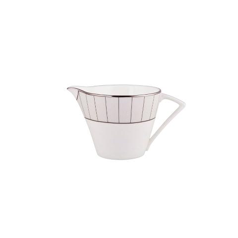 МОЛОЧНИК SILVER STRIPEКофейники и молочники<br>&amp;lt;div&amp;gt;Нужно подать молоко к чаю или кофе? Почему бы не сделать это с особым шиком – например, налив вкусный белоснежный напиток в такой же белый фарфоровый молочник с треугольной ручкой? Тонкие серебристые полоски молочника из коллекции &amp;quot;SILVER STRIPE станут отличным акцентом для этой ослепительной белизны. Пожалуй, придется идти еще за одной порцией молока – гостям захочется выпить еще по одной чашечке.&amp;lt;br&amp;gt;&amp;lt;/div&amp;gt;&amp;lt;div&amp;gt;&amp;lt;br&amp;gt;&amp;lt;/div&amp;gt;Объем: 200 мл.<br><br>Material: Фарфор