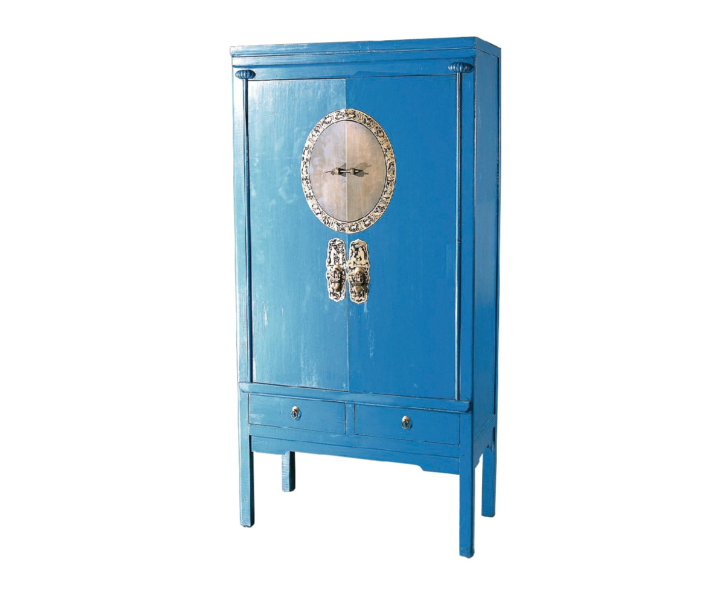 Шкаф ГуйБельевые шкафы<br>Ценителям старинной мебели, несущей в себе завораживающее очарование определенной эпохи, понравится шкаф &amp;quot;Гуй&amp;quot;. Он выполнен в ярком голубом цвете и является репродукцией мебели, использовавшейся в период правления династии Мин. Главным украшением шкафа служит латунная накладка с запором. Он отлично дополнит собой интерьер в стиле этно.<br><br>Material: Дерево<br>Length см: 105<br>Width см: 50<br>Height см: 170