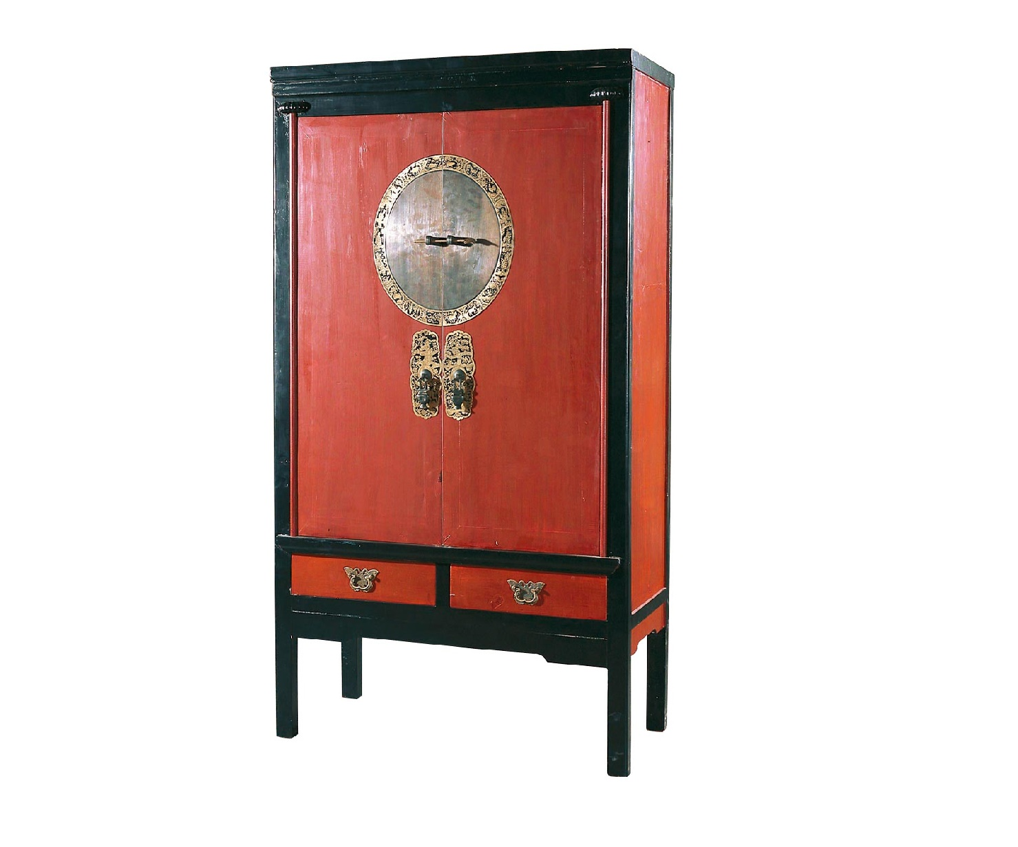Шкаф ГуйБельевые шкафы<br>Традиционный китайский шкаф &amp;quot;Гуй&amp;quot; использовался в интерьерах жителей поднебесной во времена правления династии Цин. Наших современников он покоряет превосходной геометрией форм и элегантностью оформления. Классическое сочетание красного с черным смотрится очень стильно, а латунные запоры в красивой рамке добавляют дизайну утонченность.<br><br>Material: Дерево<br>Length см: 108<br>Width см: 56<br>Height см: 188
