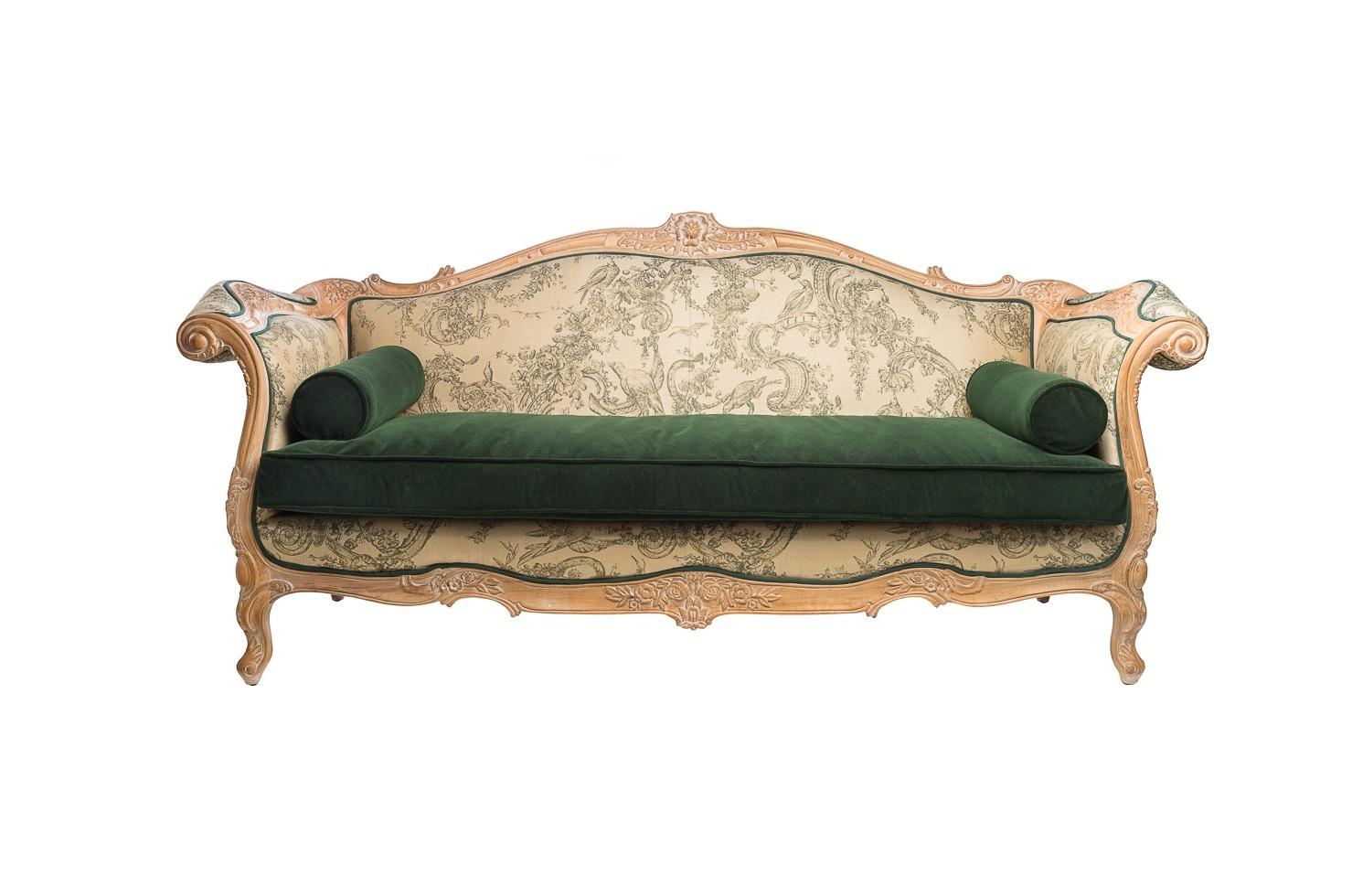 Диван Young LionДвухместные диваны<br>&amp;quot;Young Lion&amp;quot; ? невероятно роскошный и стильный винтажный диван, дизайн которого заключает в себе все великолепие французского шика. Изысканные изгибы его форм прекрасно гармонируют с утонченными узорами бежевой текстильной обивки. Изумрудное сиденье из мягкого бархата добавляет еще больше элегантности благородному облику дивана.&amp;amp;nbsp;<br><br>Material: Текстиль<br>Length см: 220<br>Width см: 85<br>Height см: 115