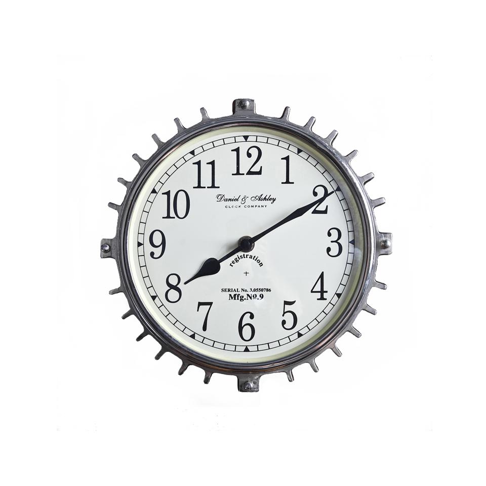 ЧасыНастенные часы<br>Габаритные настенные часы за счет массивного металлического каркаса напоминают шестеренку. Крупный циферблат и черные стрелки исключат возможность ошибиться со временем. Этот настенный аксессуар будет служить не только практичным предметом, но и стильным декором. Идеально украсит стены минималистичных и хай-тек пространств.<br><br>Material: Металл<br>Depth см: 6<br>Diameter см: 19