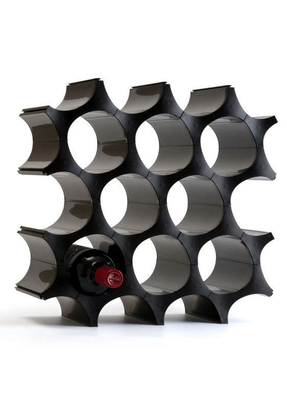 Органайзер  Соты черныйПодставки и доски<br>Органайзер &amp;quot;Соты&amp;quot; - уникальная конструкция, состоящая из 28 элементов. Вы можете сложить из нее любую форму и размер, создать настоящий дизайнерский шедевр, сделать искусственную стену! Идеально подходит для хранения бутылок, тубусов, обуви, банок с сыпучими продуктами. Сотам можно найти применение и на кухне, и в прихожей, и в гостиной.<br>Упаковано в подарочную коробку.<br><br>Qualy - это яркие, дизайнерские идеи на каждый день. Позитивно заряженные вещицы, которые создают особую атмосферу везде, куда бы они ни попадали.<br><br>Material: Пластик<br>Length см: None<br>Width см: None<br>Depth см: None<br>Height см: None<br>Diameter см: None