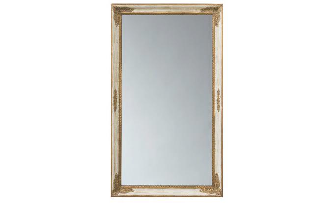 Зеркало Saint-Honore GM Ivoire et OrНастенные зеркала<br>&amp;quot;Saint-Honore GM Ivoire et Or&amp;quot; ? зеркало, красота которого открывается только при тщательном изучении. Простая прямоугольная рама из натуральной древесины украшена великолепными резными элементами. Потрясающие в своей миниатюрной сложности детали выглядят роскошно и облагораживают вид зеркала. Именно благодаря им оно является таким величественным и шикарным.<br><br>Material: Дерево<br>Length см: 138<br>Width см: 80<br>Depth см: 6