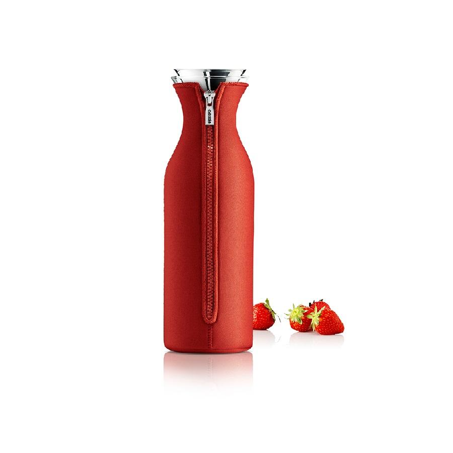 Графин в чехле FridgeЕмкости для хранения<br>Прохладный лимонад жарким летним днем или согревающий чай зимним вечером ? в графине &amp;quot;Fridge&amp;quot; любой напиток смотрится великолепно. Чехол ярко-красного цвета придает эклектичному дизайну экспрессию и делает его эффектным. Также он позволяет поддерживать необходимую температуру напитка на одном уровне.&amp;amp;nbsp;&amp;amp;nbsp;&amp;lt;div&amp;gt;&amp;lt;br&amp;gt;&amp;lt;/div&amp;gt;&amp;lt;div&amp;gt;Материалы: боросиликатное стекло, нержавеющая сталь, неопрен.&amp;lt;/div&amp;gt;&amp;lt;div&amp;gt;Емкость: 1 л.&amp;amp;nbsp;&amp;lt;/div&amp;gt;&amp;lt;div&amp;gt;Стеклянные и металлические части можно мыть в посудомоечной машине.&amp;lt;/div&amp;gt;<br><br>Material: Стекло<br>Height см: 27<br>Diameter см: 9
