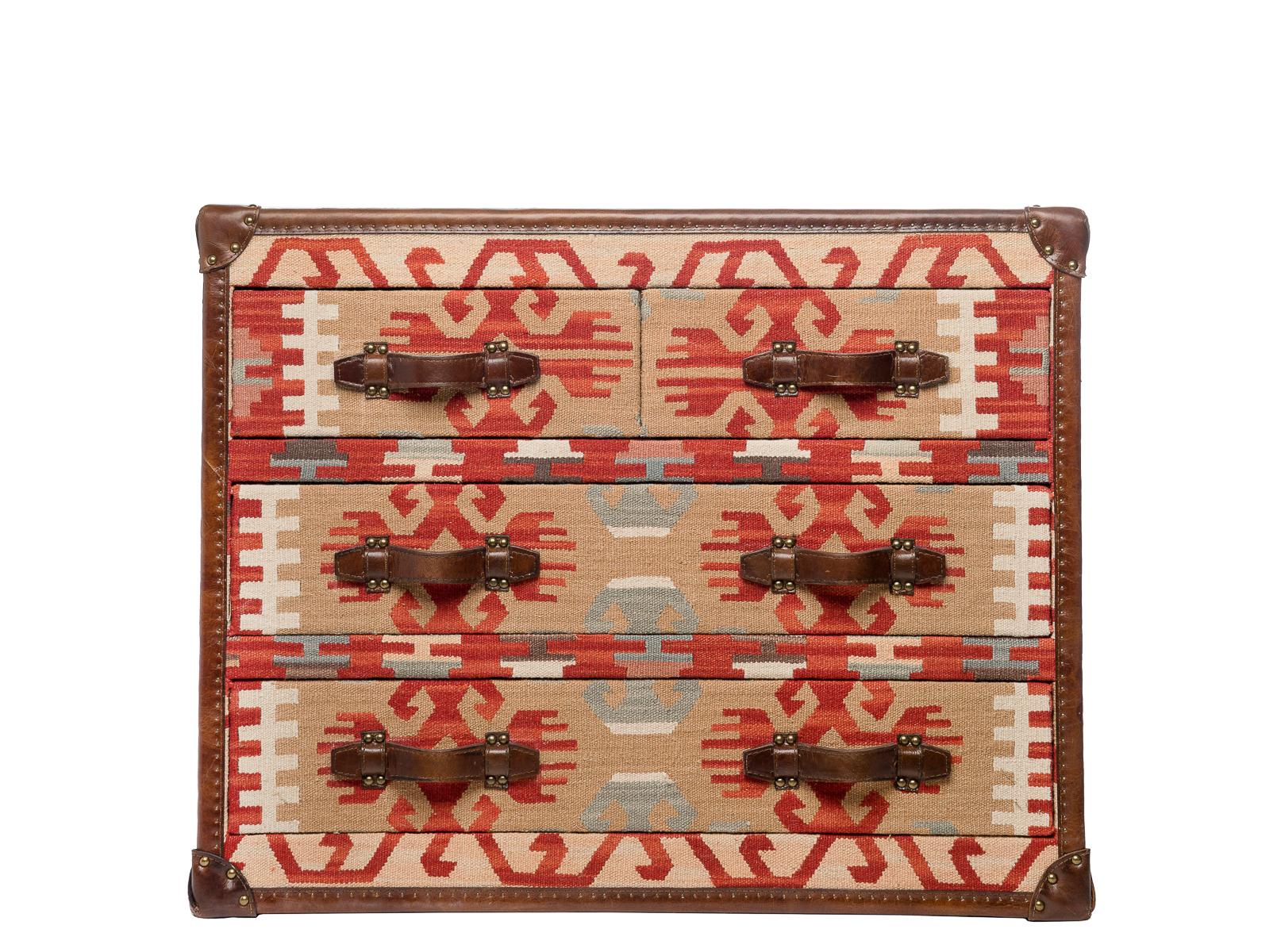 Комод KillimИнтерьерные комоды<br>Этот комод, напоминающий сундук, - невероятно оригинальный предмет интерьера: деревянный каркас обит гобеленом с этническими орнаментами, отсылающих нас к загадочной Южной Америке, и классическая для сундуков кожаная отделка по канту.<br><br>Материал: текстиль - гобелен, каркас - хвоя, кант - натуральная кожа.<br><br>Material: Дерево<br>Высота см: 79<br>Глубина см: 49