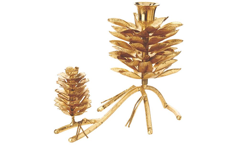 Подсвечник PindeПодсвечники<br>Создайте в своем доме ауру таинственного леса с подсвечниками &amp;quot;Pinde&amp;quot;. Благодаря созданной ими атмосфере, вы сможете мысленно перенестись в еловую чащу, где воздух наполнен свежестью. В шишках деревьев будут прятаться прекрасные светлячки, которые придадут фантазийному месту романтичность.<br><br>Material: Латунь<br>Length см: 21<br>Width см: 12<br>Height см: 15