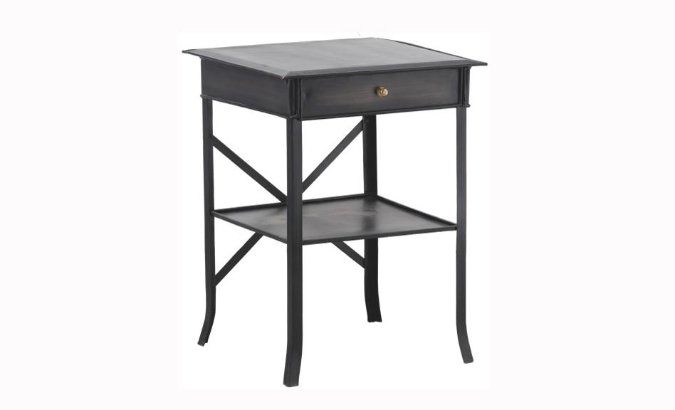 Столик Hastings largeПриставные столики<br>&amp;quot;Hastings Large&amp;quot; ? приставной стол, в оформлении которого элегантность встречается со сдержанностью. Холодная строгость темного металла превосходно выделяет великолепие аскетичного декора в традиционном английском стиле.<br><br>Material: Металл<br>Length см: 50<br>Width см: 50<br>Height см: 67