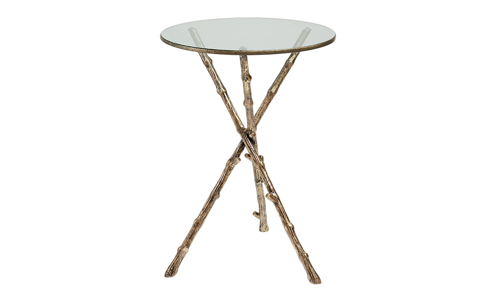 Стол SologneПриставные столики<br>Стол &amp;quot;Sologne&amp;quot; заворожит своим оригинальным оформлением любителей естественной природной красоты. Его оригинальный силуэт создает ощущение легкости. Стеклянная круглая столешница поддерживается тремя перекрещивающимися ветками. Они изготовлены не из древесины, а из латуни, что делает эклетичный дизайн столика по-настоящему роскошным.&amp;amp;nbsp;<br><br>Material: Латунь<br>Height см: 62<br>Diameter см: 44