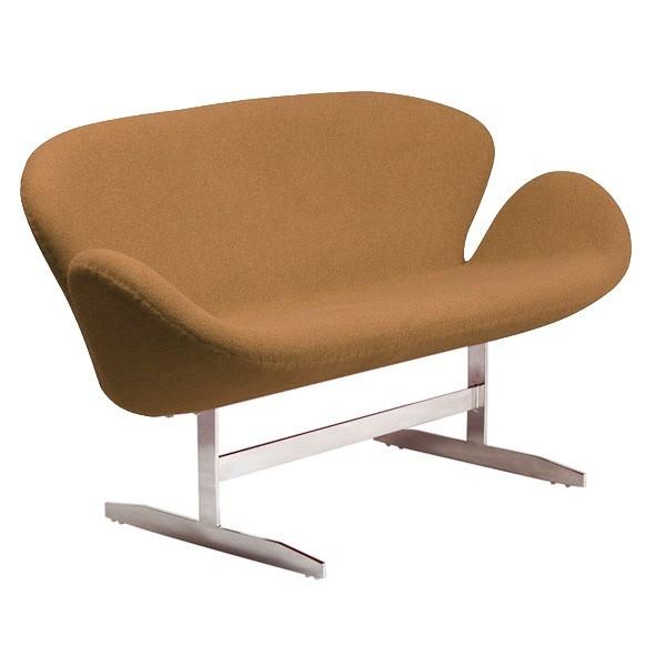 Диван SwanДвухместные диваны<br>&amp;lt;div&amp;gt;Этот диван &amp;amp;nbsp;? &amp;amp;nbsp;интерпретация кресла Swan, созданного Арне Якобсеном специально для отеля Radisson SAS в Копенгагене. Ножки отлиты из металла, а округлое сиденье обтянуто нежным кашемиром теплого коричневого оттенка &amp;amp;nbsp;? &amp;amp;nbsp;цвета свежеиспеченного пирога.&amp;lt;/div&amp;gt;<br><br>Material: Текстиль<br>Length см: 142<br>Width см: 66<br>Height см: 80