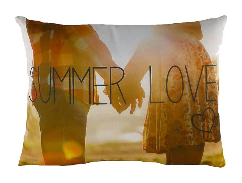 Подушка с принтом Summer LoveПрямоугольные подушки и наволочки<br>Летняя любовь – это теплый ветер в лицо, прекрасные закаты и рассветы, грибной дождик, зеленая трава или белый песок под глазами, радуга, белоснежные облака и многое, многое другое. Вы помните это ощущение бесконечного счастья? Теперь оно будет всегда с вами – подушка &amp;amp;nbsp;&amp;quot;SUMMER LOVE&amp;quot; согревает и убаюкивает, помогая мысленно оказаться в долгожданном лете.<br><br>Material: Текстиль<br>Length см: 43<br>Width см: 33<br>Height см: 6