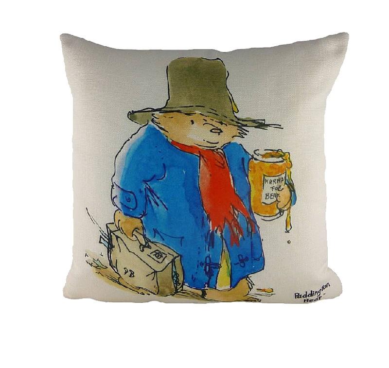 Подушка с принтом Vintage MarmaladeКвадратные подушки и наволочки<br>Этот медвежонок Паддингтон не совсем классический герой произведения, но от этого не менее любимый. Винтаж в моде, и удобная диванная подушка &amp;quot;VINTAGE MARMALADE&amp;quot; с блеском это иллюстрирует. А также напоминает, что мишка не может жить без мармелада на завтрак. А вы им уже запаслись? Наливайте чай с молоком, устраивайтесь на диване поудобнее и читайте своим малышам захватывающую историю, которая вот уже более 50 лет так нравится миллионам людей во всем мире!<br><br>Material: Текстиль<br>Length см: 43<br>Width см: 43<br>Height см: 6