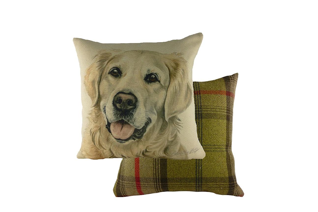 Подушка с принитом Waggydogs Golden RetrieverКвадратные подушки и наволочки<br>Темные внимательные глаза, длинные уши, шелковистая золотая шерсть и виляющий хвост. Конечно, это голден-ретривер, золотая собака, семейный любимец и компаньон. Эта порода невероятно популярна во всем мире, и если вы мечтаете о голдене, но пока не имеете возможности его завести – чудесная подушка с его изображением будет напоминать о мечте. Ну а если ретривер у вас уже поселился, он тоже будет не прочь полежать на хозяйском диване!<br><br>Material: Текстиль<br>Length см: 43<br>Width см: 43<br>Height см: 6