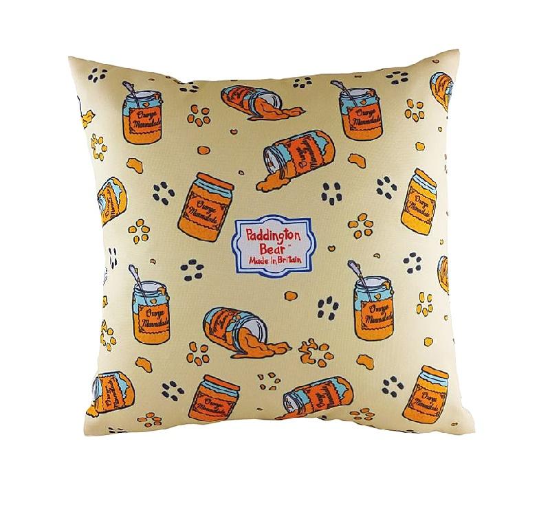 Подушка с принтом Paddington MarmaladeКвадратные подушки и наволочки<br>Мишки очень любят мед, почему, кто поймет? А медвежонок Паддингтон мед ест по воскресеньям, зато каждое утро на завтрак ему нужен мармелад. Это ваши дети хорошо запомнят благодаря веселой диванной подушке &amp;quot;PADDINGTON MARMALADE&amp;quot; с изображением любимого героя и его вкусовых пристрастий. Не пора ли перечесть книжку о приключениях Паддингтона?<br><br>Material: Текстиль<br>Length см: 43<br>Width см: 43<br>Height см: 6
