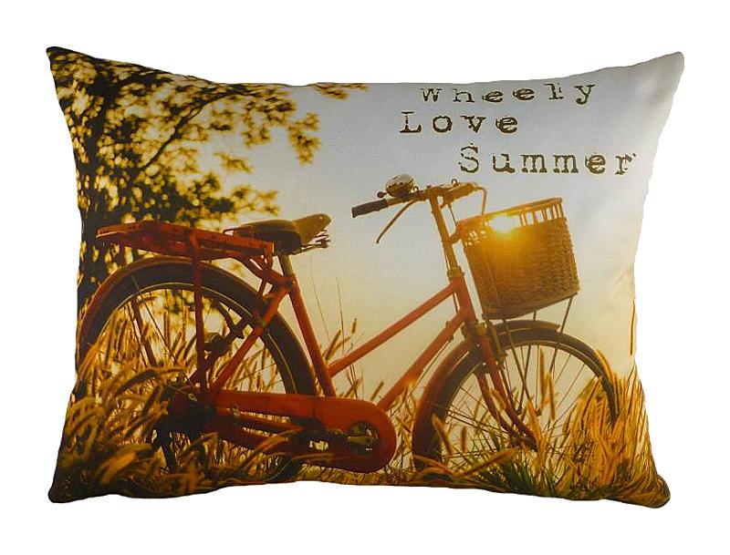Подушка с принтом Wheely LoveПрямоугольные подушки и наволочки<br>Эта небольшая диванная подушка из полиэстера всегда будет напоминать о знойном лете, золотых полях и деревьях, сгибающихся под тяжестью своих плодов. Самое летнее развлечение – неспешная велосипедная прогулка! Не забудьте установить корзинку для сладкой фруктовой добычи. Вы улыбнулись воспоминаниям? Лето на подушке &amp;amp;nbsp;«WHEELY LOVE» всегда будет с вами!<br><br>Material: Текстиль<br>Length см: 43<br>Width см: 33<br>Height см: 6